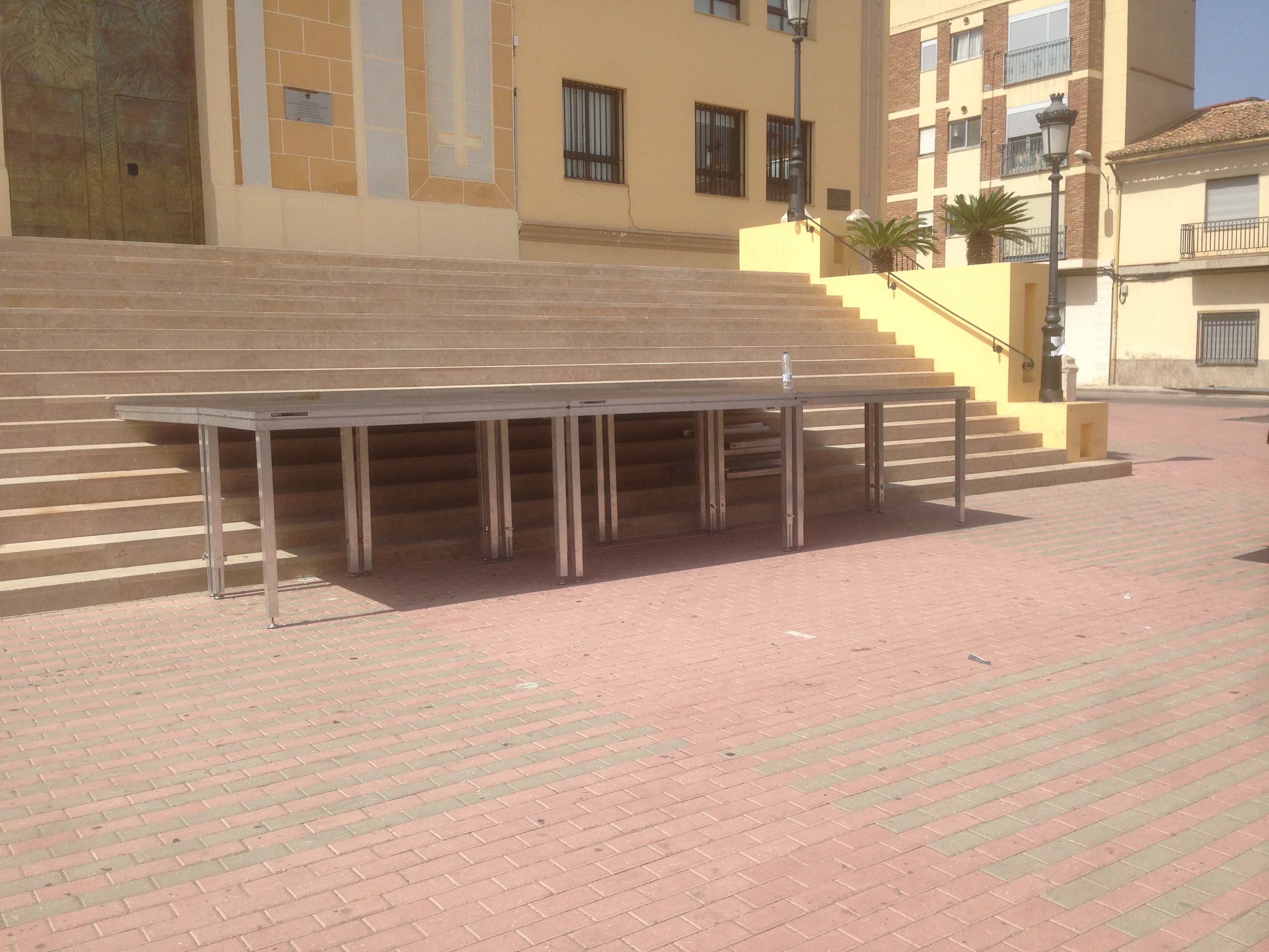 escenario cubre escalera Fiestas de Cheste 2015