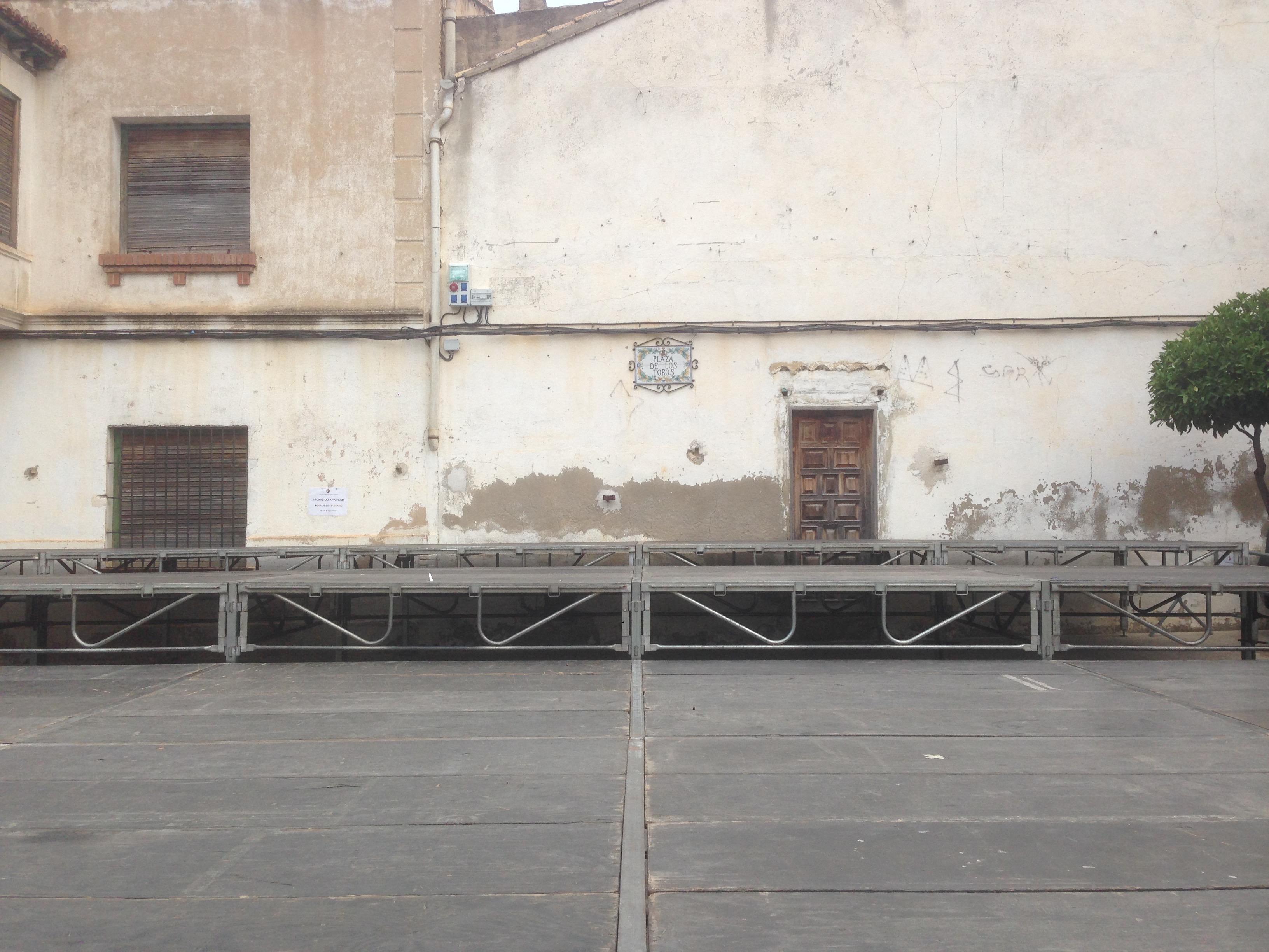 Escenario a 3 alturas para bandas Macastre 2015